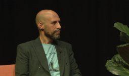 Tussen de Regels: Abdelkader Benali – 'Reizigers van een nieuwe tijd'